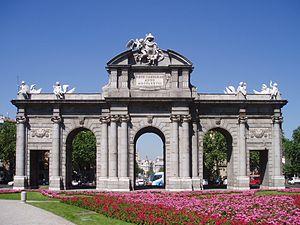 300px-Puerta_de_Alcalá_(fachada_este)